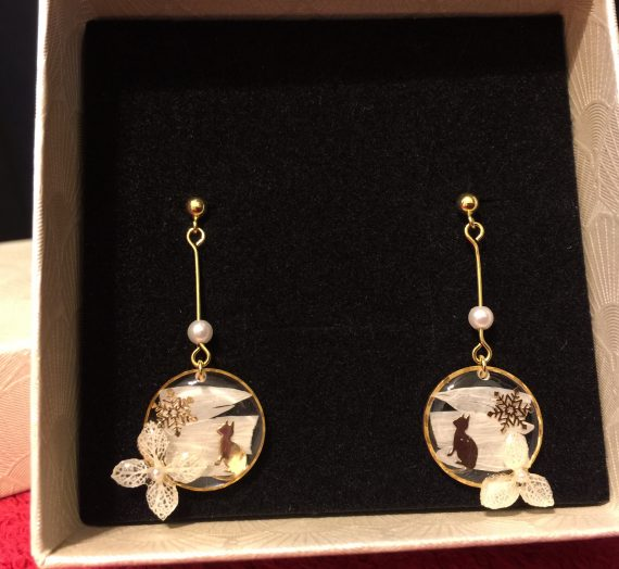 Kitten Sakura Earrings From Apollo Box